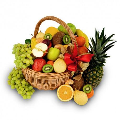 zdjęcie owoców w wiklinowym koszu